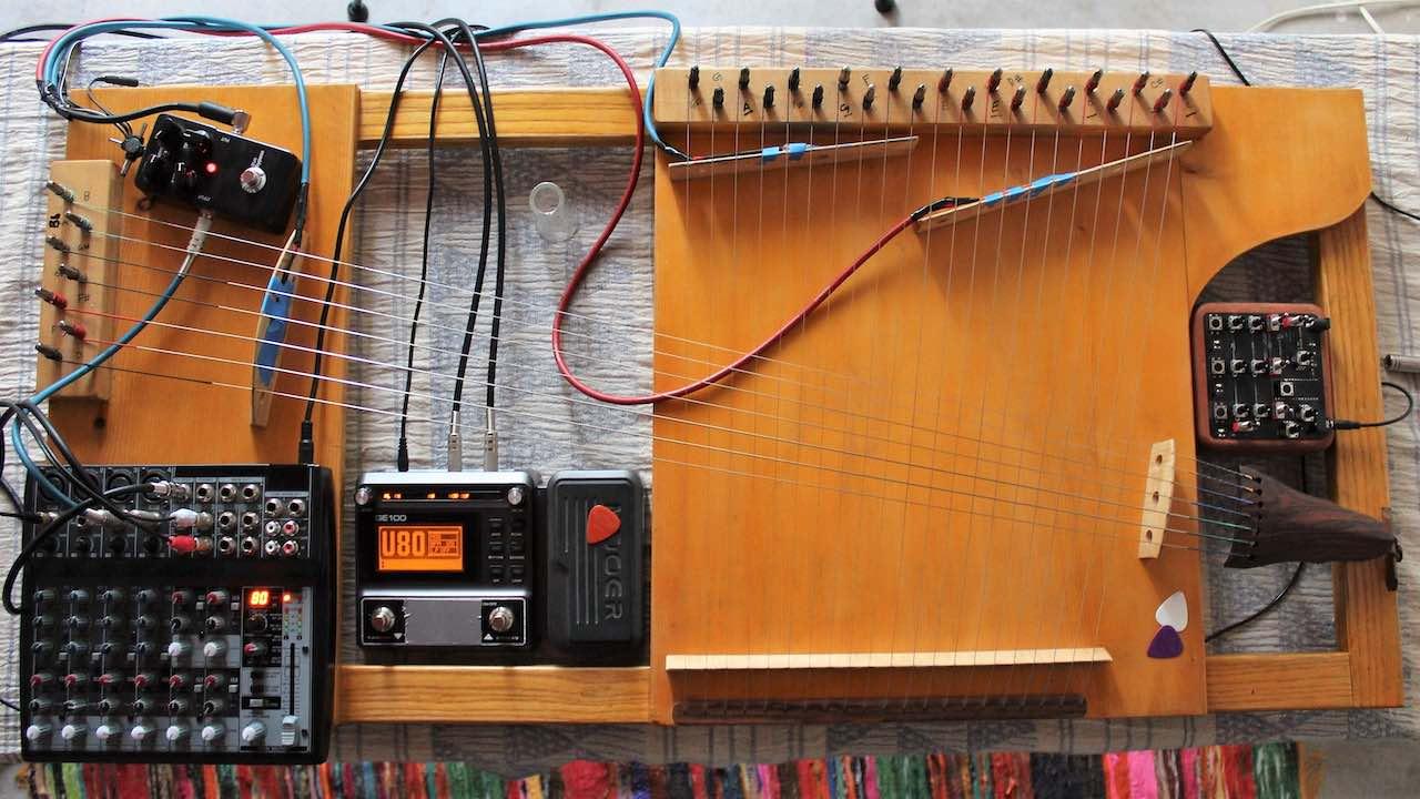 Electroacustic microtonal harp